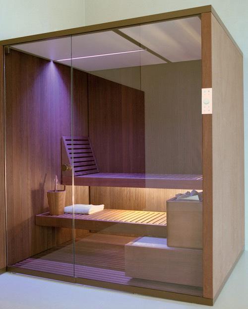 sauna à la façade vitrée