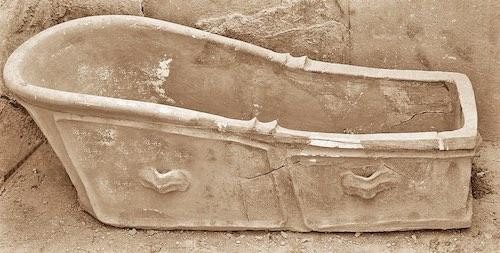baignoire en terre cuite du palais Minos à Cnossos